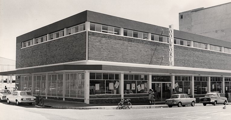 The second Zimbabwean Woolworth store opened in Bulawayo in 1963.  The store frontage was influenced by the latest designs from America, with the single word Woolworth in a projecting vertical sign upwards from fascia to the roof line.