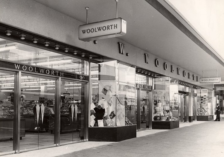 The shop front of the Bulawayo, Zimbabwe store, opened by Woolworths in 1943, would not have looked out of place in Haslemere or Blandford Forum in the UK.  The signage, window treatment and entrance doors were quintessentially British