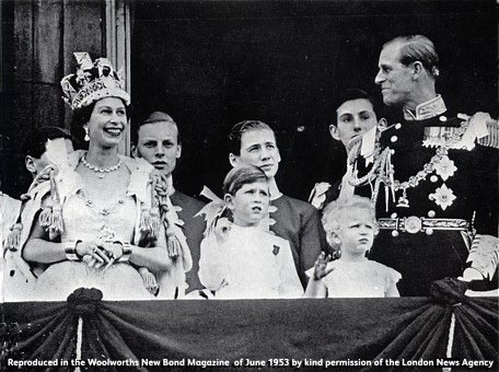Her Majesty the Queen stands on the balcony of Buckingham Palace to receive the applause of the crowd, with Prince Phillip, Prince Charles and Princess Anne.  (Image: The New Bond, 1953, courtesy of the London News Agency)