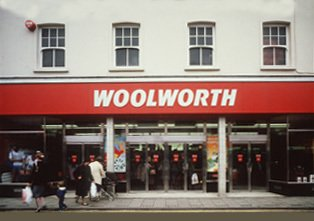 The look and feel of an up-to-date Woolworth store before the focus strategy. The picture is from 1985.